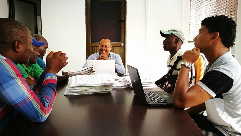 Alcalde de Tumaco atendiendo a las comunidades