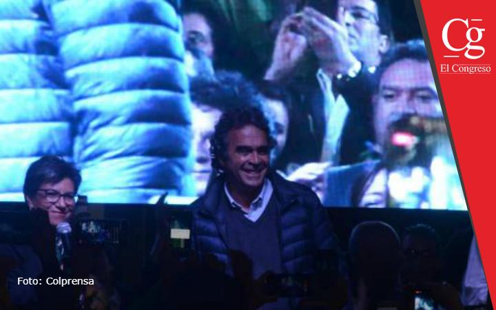 Sergio Fajardo, al igual que De la Calle, proponiéndose como una alternativa de centro.