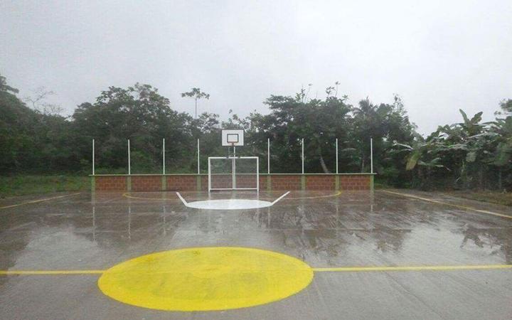 Placa polideportiva en territorio de la comunidad indígena de Pangala.