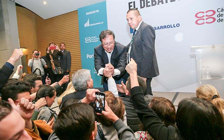 El aspirante presidencial Gustavo Petro llega fortalecido a la primera vuelta, según las encuestas.