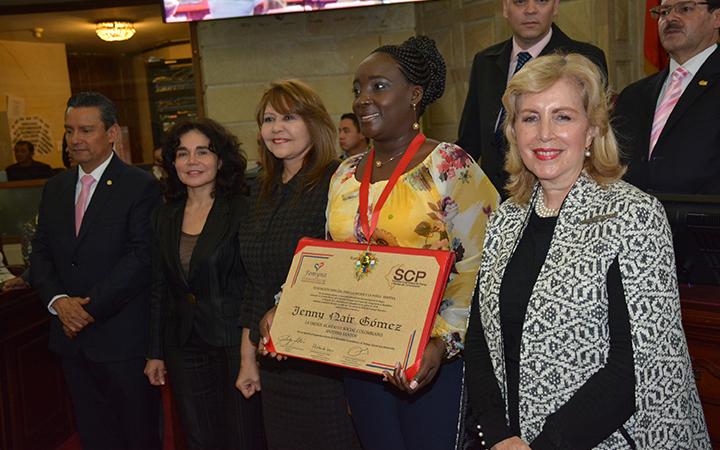 Alcaldesa de Villa Rica en entrega de la Orden al Mérito Social Colombiano que le fue otorgada en el Congreso de la República