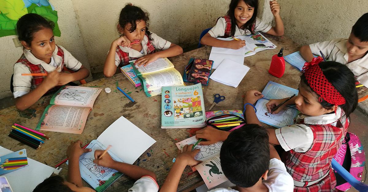 Asesoría de tareas y acompañamiento psicosocial reciben los menores en la Fundación Esperanza de Ser.