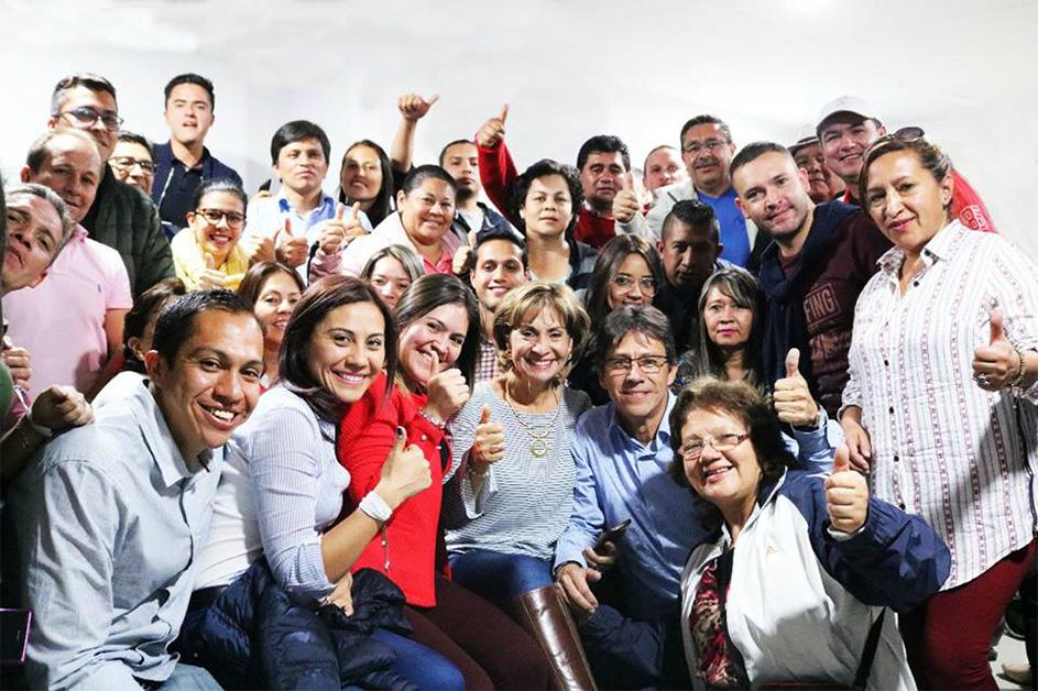 La representante, acompañada de su familia y amigos, después de haber obtenido el triunfo en las urnas, el pasado 11 de marzo, en Soacha, Cundinamarca.
