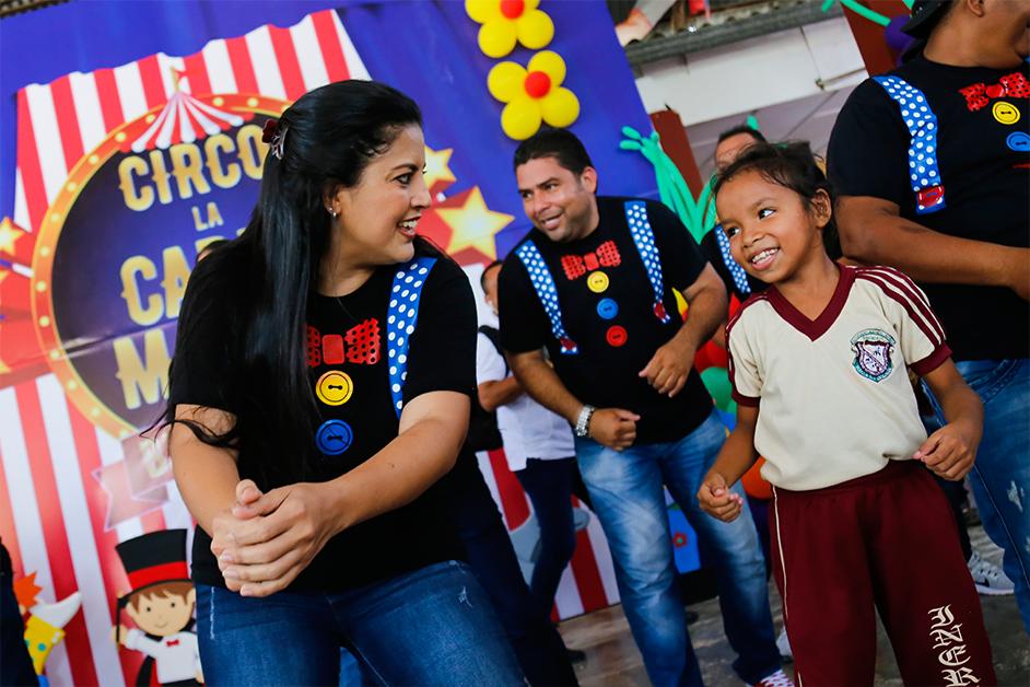 """Gestora celebrando el Día Internacional del Niño con el show """"La Carta Mágica""""."""