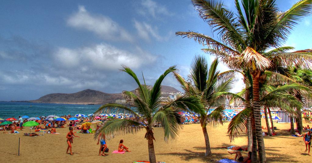 España es reconocida por sus exuberantes playas.