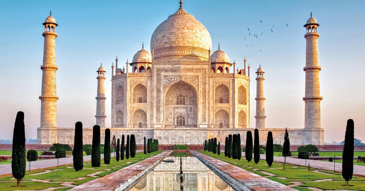 El Taj Mahal, una construcción india, es considerada una de las siete maravillas del mundo entero.