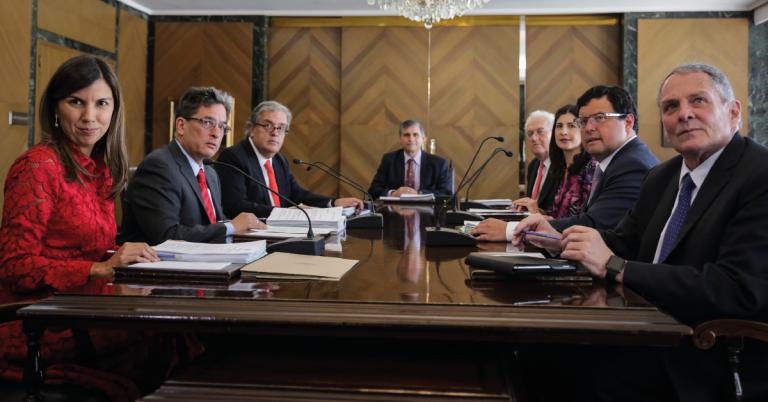 El ministro de Hacienda Jaime Carrasquilla en reunión con los codirectores del Banco de la República.