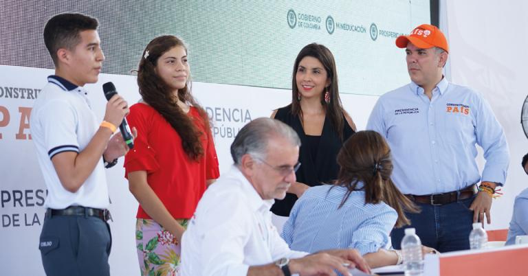 El gobernador del Atlántico Eduardo Verano de la Rosa, junto a la ministra de Educación María Victoria Angulo y el Presidente Iván Duque.