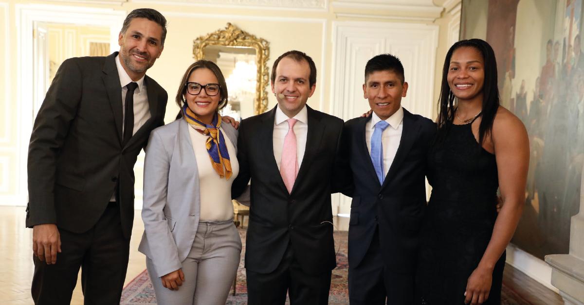 """A la celebración de los 50 años de Coldeportes asistieron Mario Alberto Yepes, Cecilia """"chechi"""" Baena, Nairo Quintana y Yuri Alvear."""