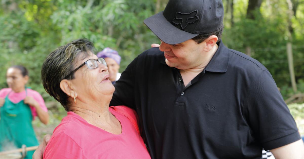 Gnecco se caracteriza por realizar intervenciones en los municipios, interactuando directamente con la comunidad.