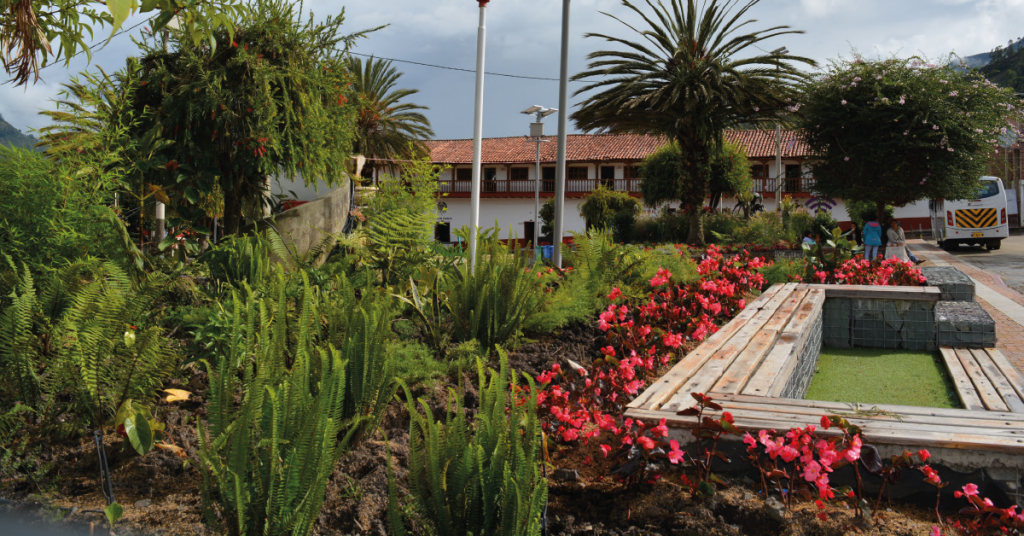 El parque principal de Chiscas es temático, pues muestra los ecosistemas presentes en el municipio y ayuda a enseñar a los niños sobre el funcionamiento de estos.
