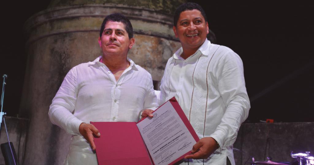 El alcalde Arley Hernández recibe reconocimiento por su significativa gestión integral municipal. Congreso Nacional de Municipios, Cartagena de Indias, abril de 2018.