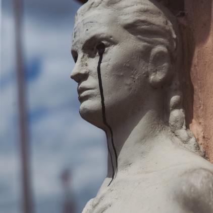 Estatuas bogotanas son dañadas por los ciudadanos