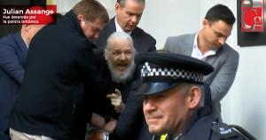 Detienen a Julian Assange en la embajada de Ecuador en Londres
