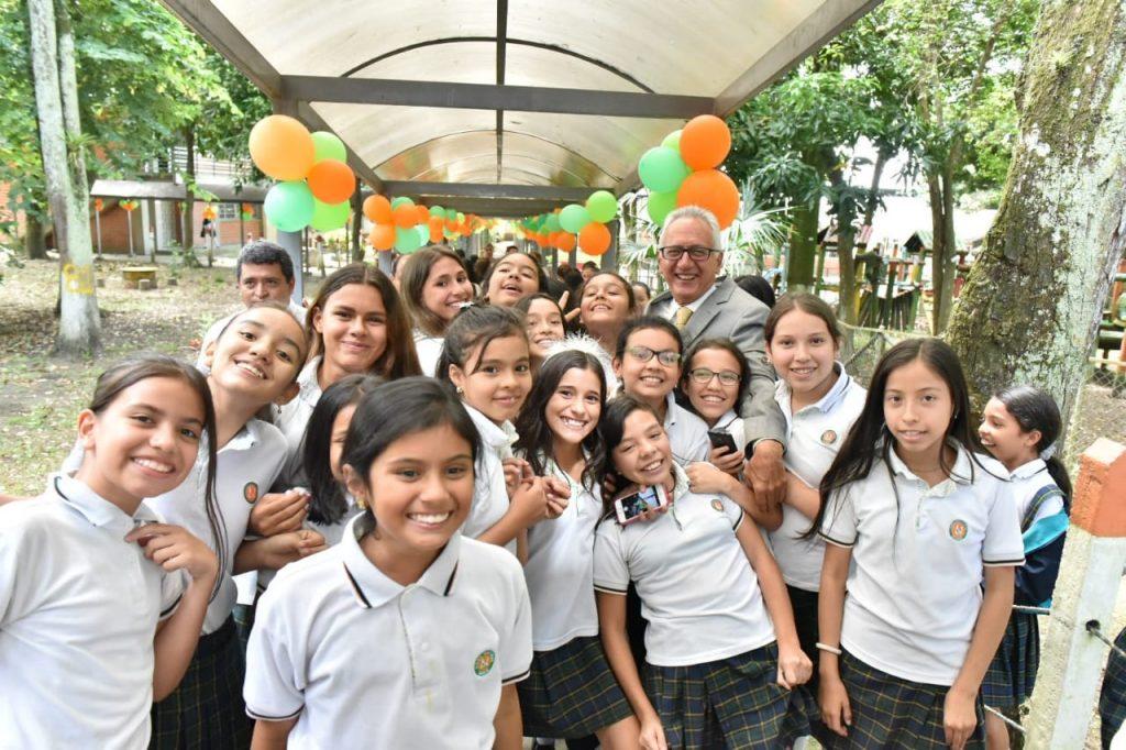 Una de las acciones más significativas de Jaramillo Martínez fue garantizar la universalidad de la educación.