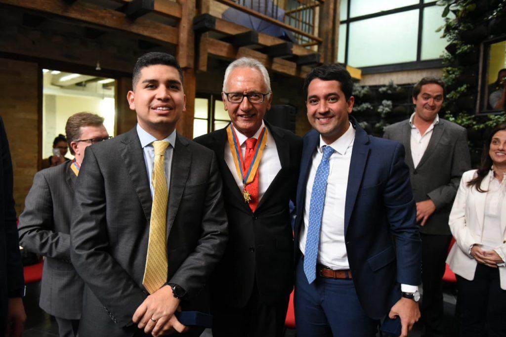 De Izq. a Der.: Ministro de Vivienda, Ciudad y Territorio, Jonathan Malagón; alcalde de Ibagué, Guillermo Alfonso Jaramillo; viceministro de Vivienda, Víctor Saavedra.