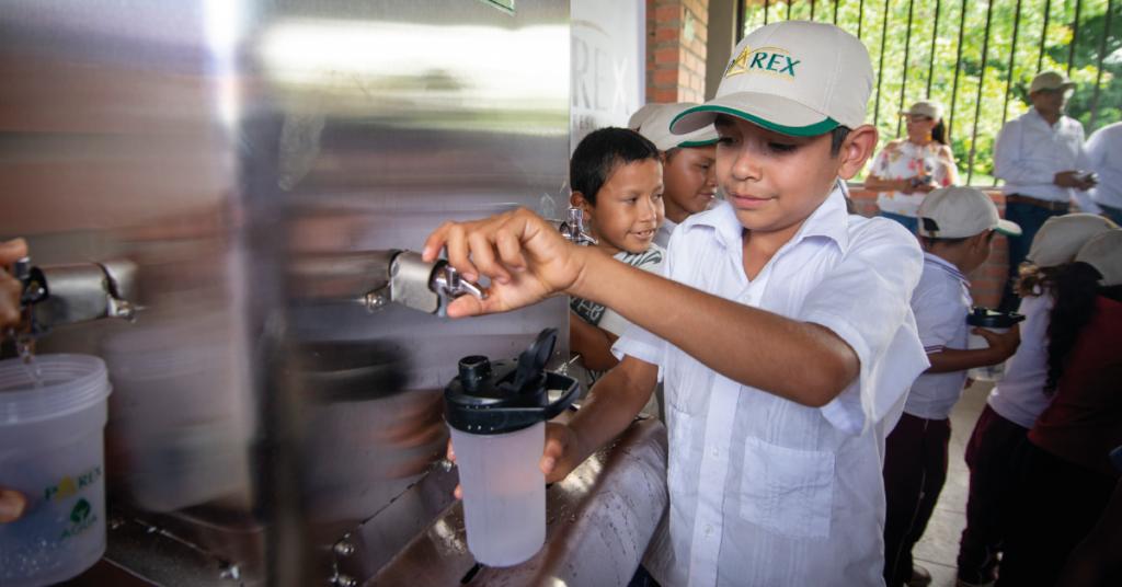 """La estrategia """"Agua para Todos"""" le apunta a mejorar el acceso, la cobertura y la calidad del líquido vital a las poblaciones donde Parex tiene operaciones."""