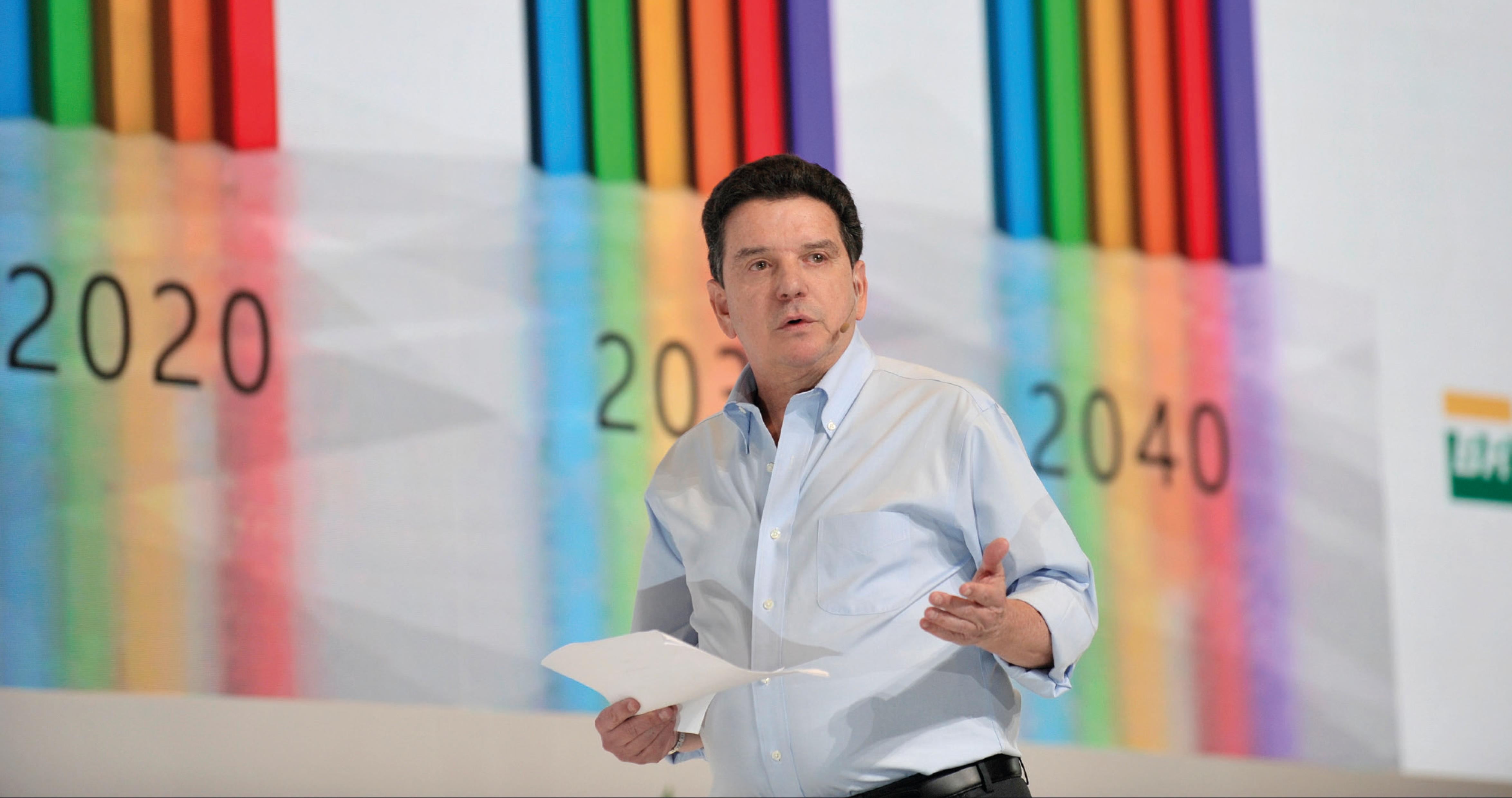 Presidente de la ANH analiza las proyecciones del sector durante la II Cumbre del Petróleo y Gas.