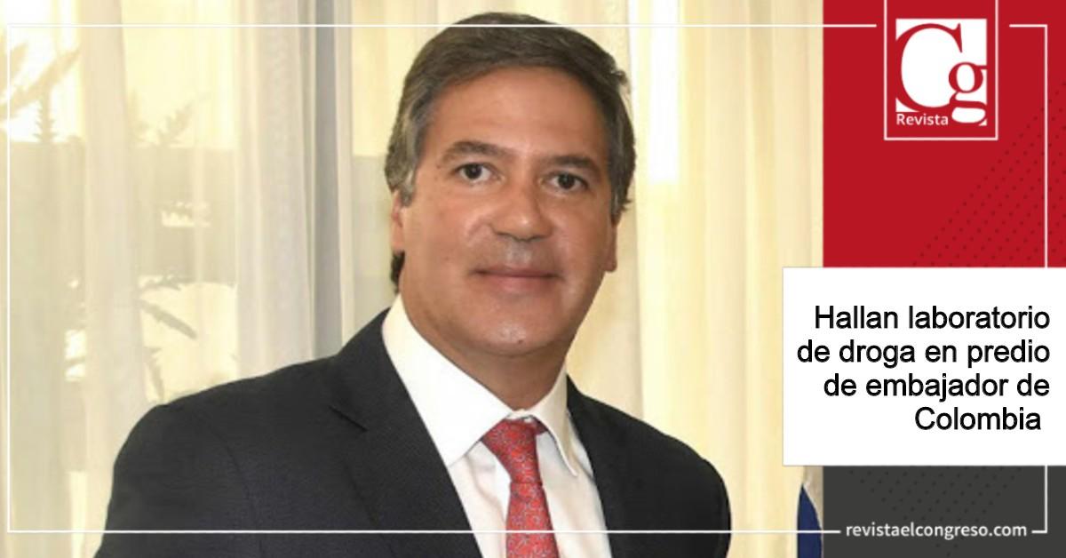 Hallan laboratorio de droga en predio de embajador de Colombia