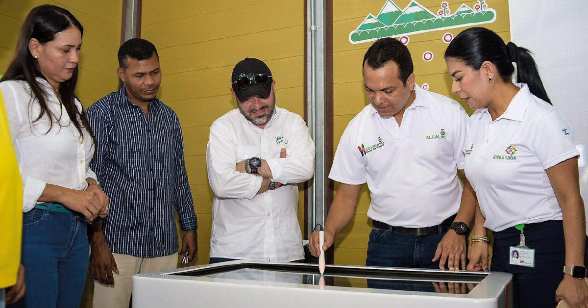 Alcalde, gestora Social, secretaria de Educación, rector del colegio Guamachito y representante de TGI en la comunidad de Guamachito (aulas inteligentes).
