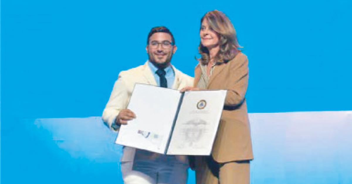 Marta Lucía Ramírez, Vicepresidenta de Colombia con el acalde de Ovejas, Freddy Orlando Ricardo Cantillo.