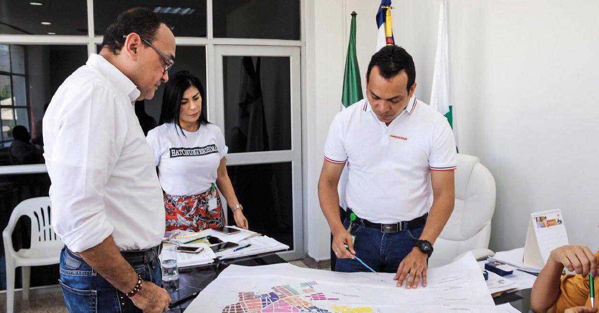 Con el representante del Sena - Sede Fonseca socializando propuestas encaminadas a fortalecer la educación del municipio.