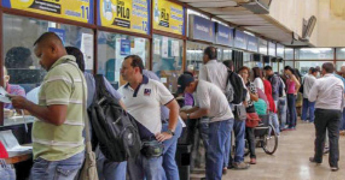 Muchos colombianos y empresas no están pagando impuestos por las dificultades económicas.
