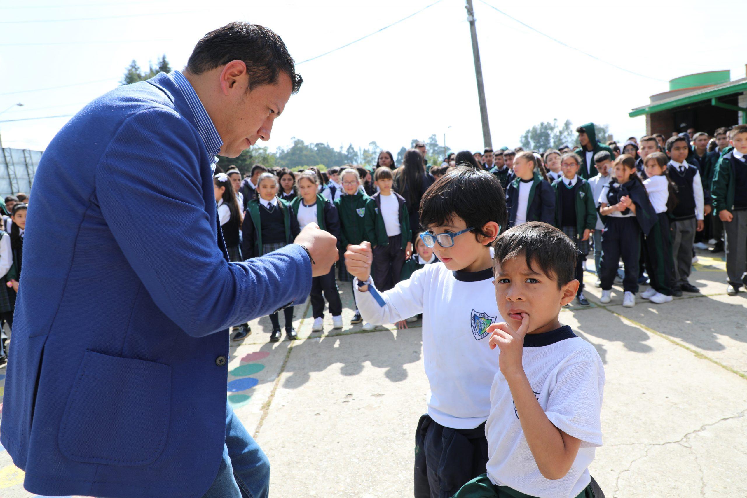 Bienvenida a colegios Oficiales
