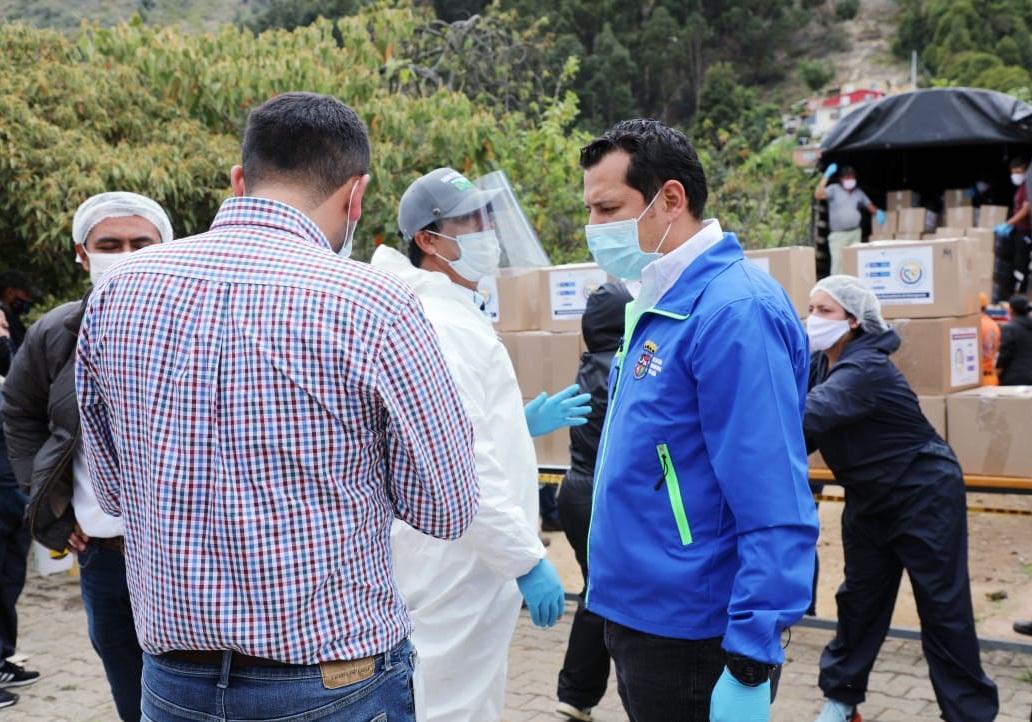 Recibiendo ayudas alimentarias para comunidad