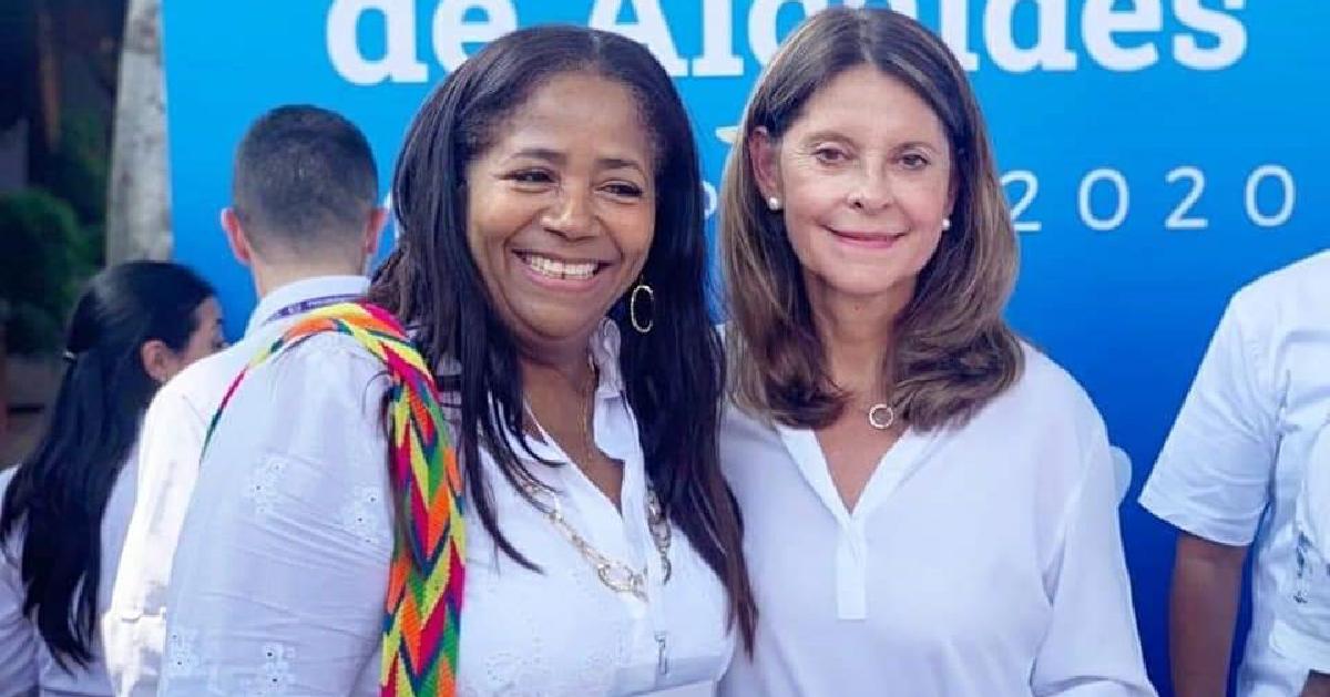 La alcaldesa de María la Baja junto a la vicepresidenta de la República, Marta Lucía Ramírez, en acc