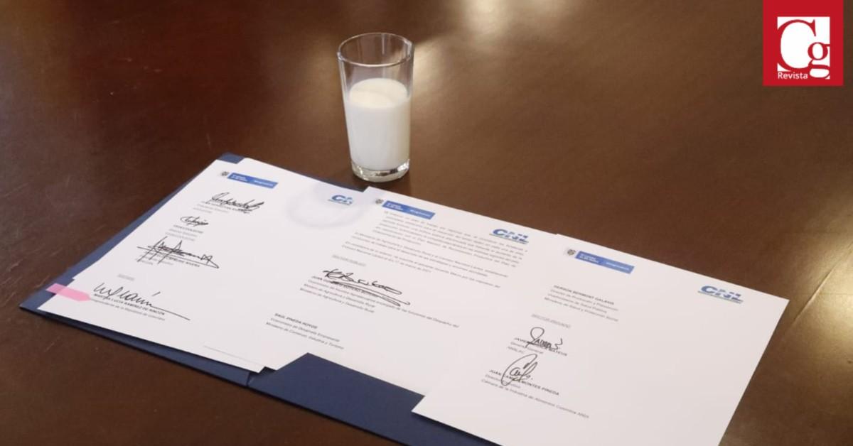 Con el objetivo de aumentar la productividad y competitividad del sector lácteo de cara a los compromisos internacionales del país, al igual que buscar equilibrar la oferta y demanda de la leche y apoyar a los productores, el Gobierno Nacional y los miembros del Consejo Nacional Lácteo firmaron un gran acuerdo con el que se va a construir política pública para fortalecer esta cadena.